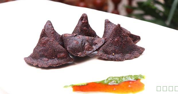 如何使Ragi Samosa充满黄瓜,豌豆和腰果(Ragi Samosa充满黄瓜,豌豆和腰果食谱)